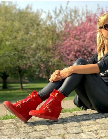 Sneakersy damskie czerwone rzepy złoty łańcuch 254/z/zamsz